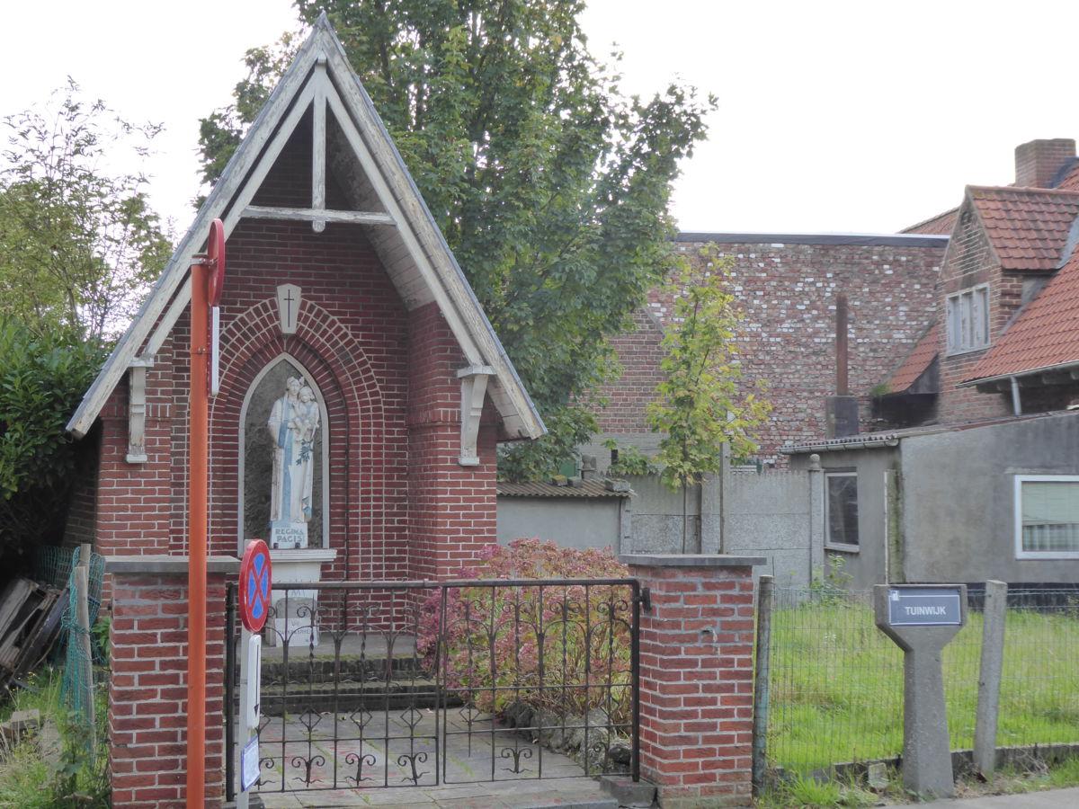 Openbare verkoop in diksmuide van 14 woningen en 1 kapel for Verkoop huizen